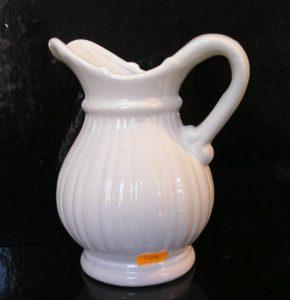 Biely keramický džbán, váza na kvety, dekoračná konvice