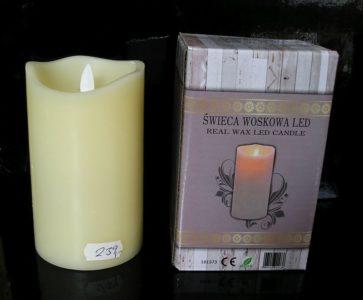 Dokonalá imitácia sviečky, plamienok sa mihotá