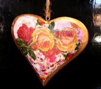Dřevěné srdce z lásky, zlaté, závěsná dekorace