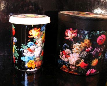 Hrnčeky na čaj so sitkom, motív kvety