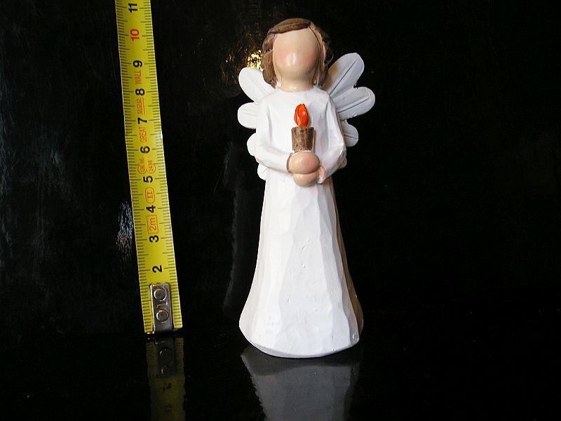 Malý biely anjelik so sviečkou, sošky dekorácie