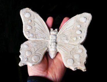 Motýľ kamenina, záhradné dekorácie
