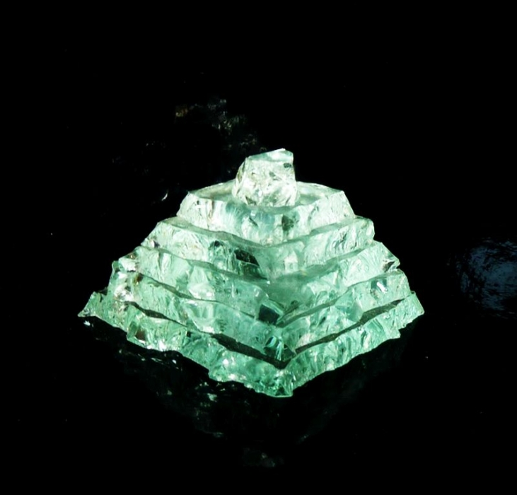 Sklenená pyramída, pyramídy zo skla