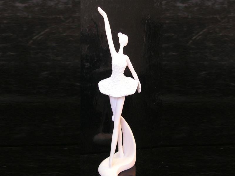 Soška biela baletka, tanečnica