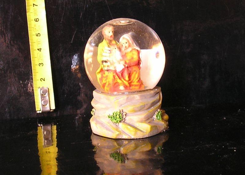 Soška sněžítko, sklenená guľa svätá rodina, ježiš