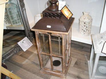 Veľká hnedá dekoračná lampáš, lampa interiér