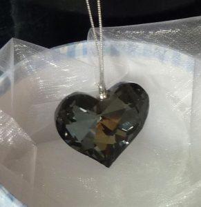Závesné sklenené srdce, tmavé sklo