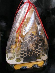 Darček pre včelárov   darčekový kôš, fľaša na medovinu
