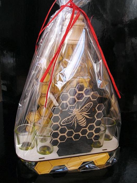 Darček pre včelárov | darčekový kôš, fľaša na medovinu