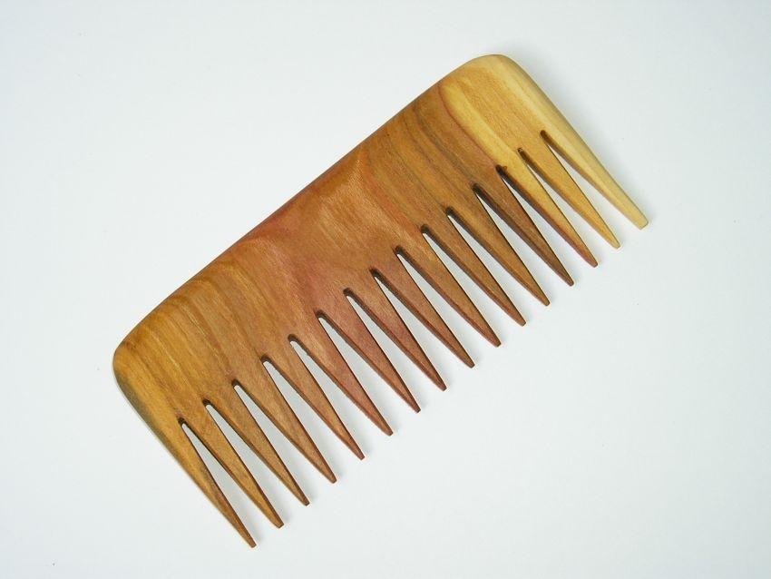 drevene-hrebeny-na-vlasy