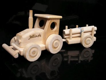 Traktor darček