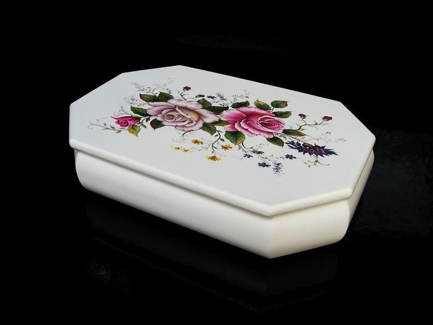 Biela šperkovnica s motívom ruže, s přihrádkama