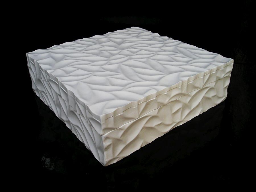 biela-šperkovnica-so-zrkadlom-motiv-mramor