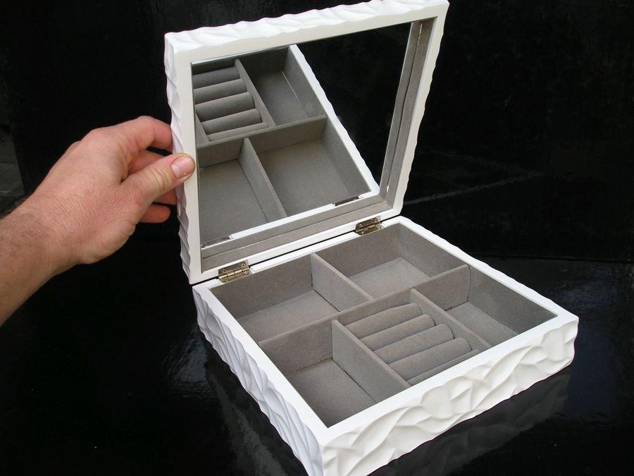 biela-šperkovnica-so-zrkadlom-motiv-mramor1