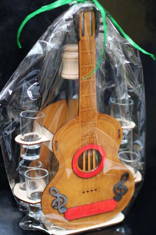 gitarista-darcek-gitara