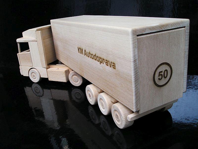 ajándékok teherautó-sofőröknek