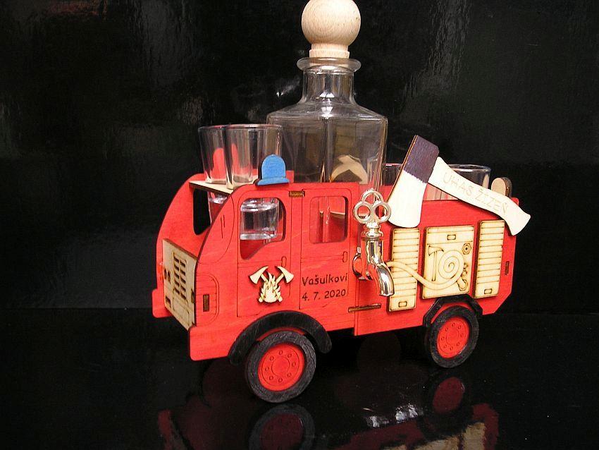 Ajándék palackok egy tűzoltó számára