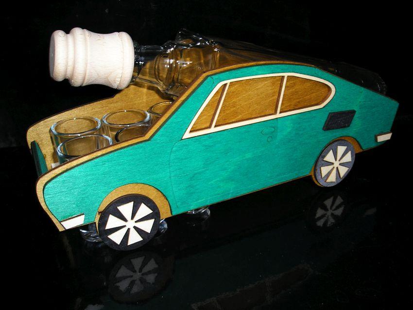 Fľaša a 6x pohárik Škoda 110 R, erko. Darček pre vodiča