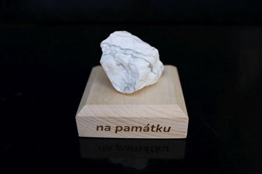 mineral-drahy-kamen-darceky-pre-stastie-magnezit